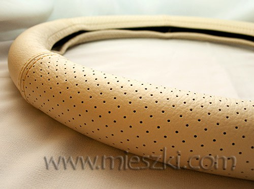 Nakładka na kierownicę wykonana z naturalnej beżowej skóry
