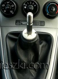 Gałka zmiany biegów w Toyota Auris jest wkręcana